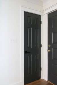 Painting your interior doors is a cheap, quick project and adds so much to the inside of your home! #grosstograndiose #sherwinwilliams #ironore