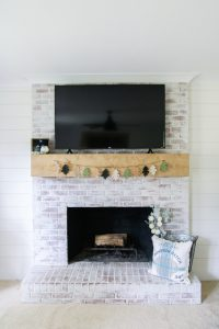 Easy fall mantle decor #DIY #budget #falldecor #fireplacedecor #grosstograndiose