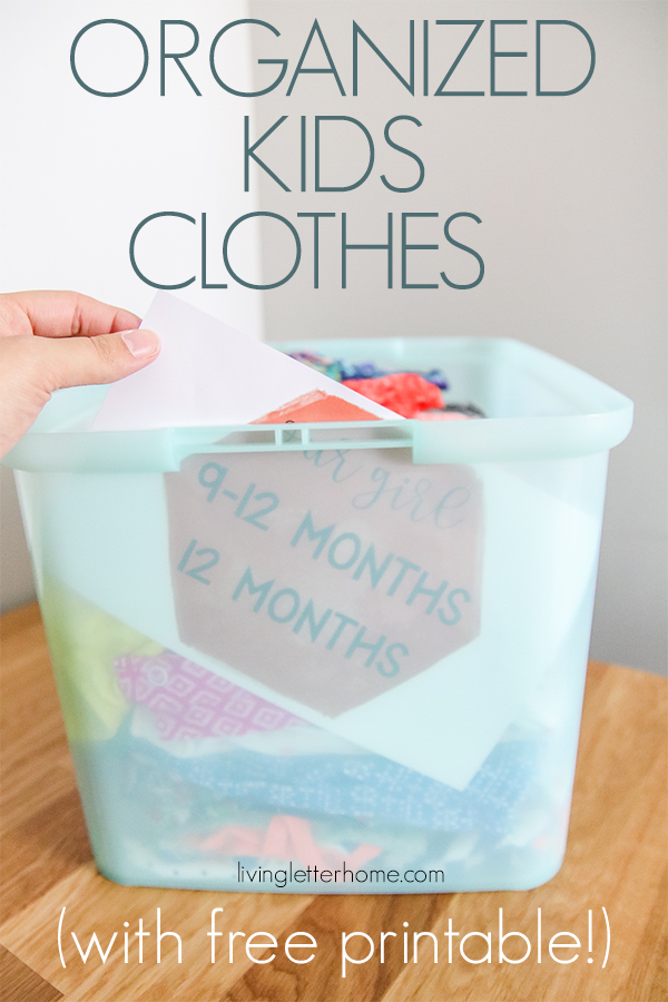 Do you need help wrangling all the kid's clothes you have that you aren't ready to part with yet? Here are some free printables to help you get and stay organized! #organizedkidsclothes #clothesorganization #organizedcloset