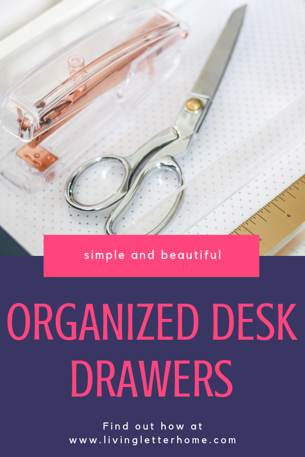Simple and beautiful organized desk drawers #organizeddesk #organizationtips #organizeddeskdrawers #deskdrawerorganization