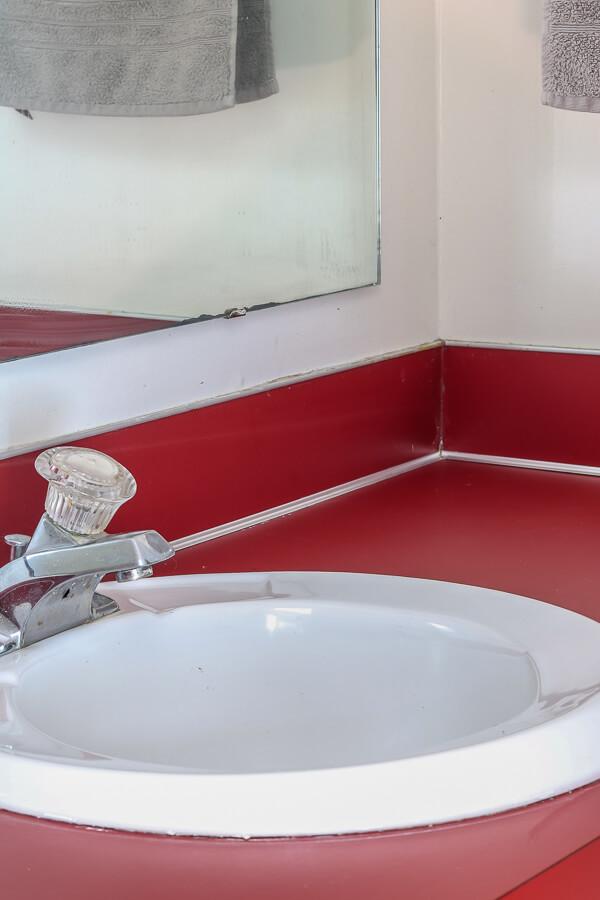 deep clean bathrooms