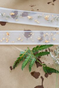2 resin bookmarks with flowers
