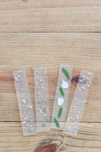 DIY resin bookmarks with flowers