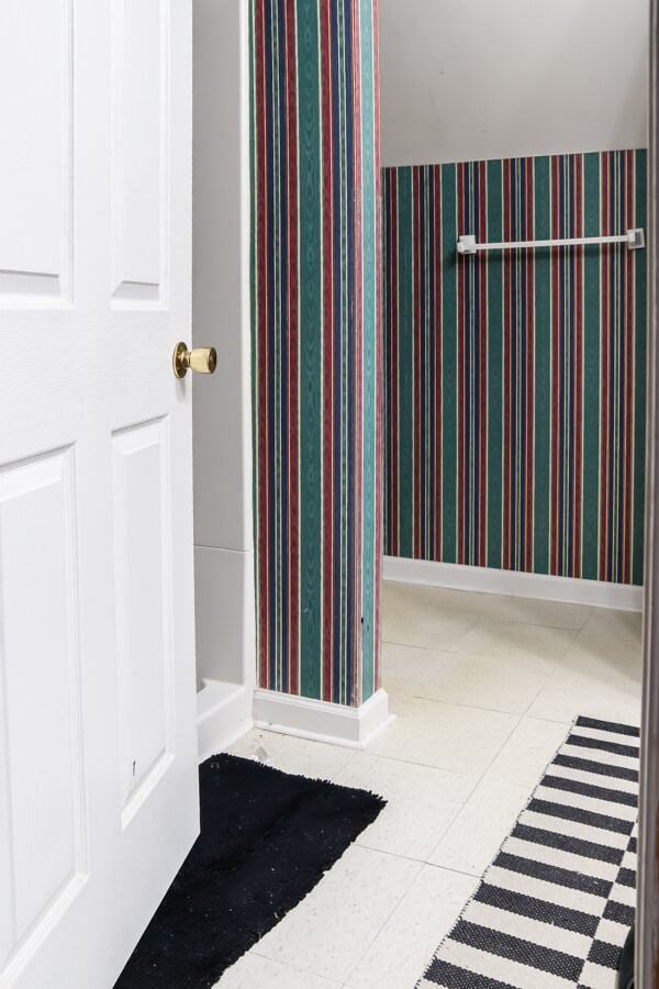 green and red plaid wallpaper in bathroom