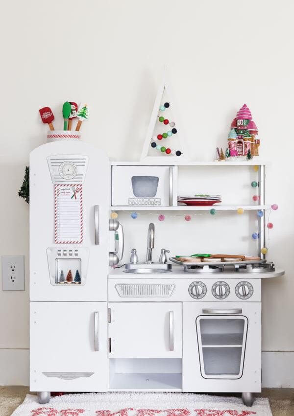 Christmas Kid's Play Kitchen + Free Printable!