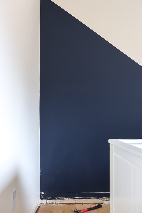 Sherwin Williams Naval and Alabaster accent wall