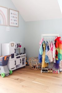 Kidkraft white vintage kitchen and dress up clothes